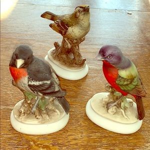 🍭LEFTON LOT OF 3 HAND PAINTED PORCELAIN BIRDS.